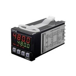 Régulateur 48 x 48 entrée universelle alimentation 230 Vac sortie logique + 2 relais